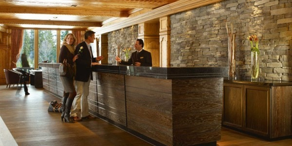Front-desk-Interalpen-Hotel-in-Tyrol-e1387399717734